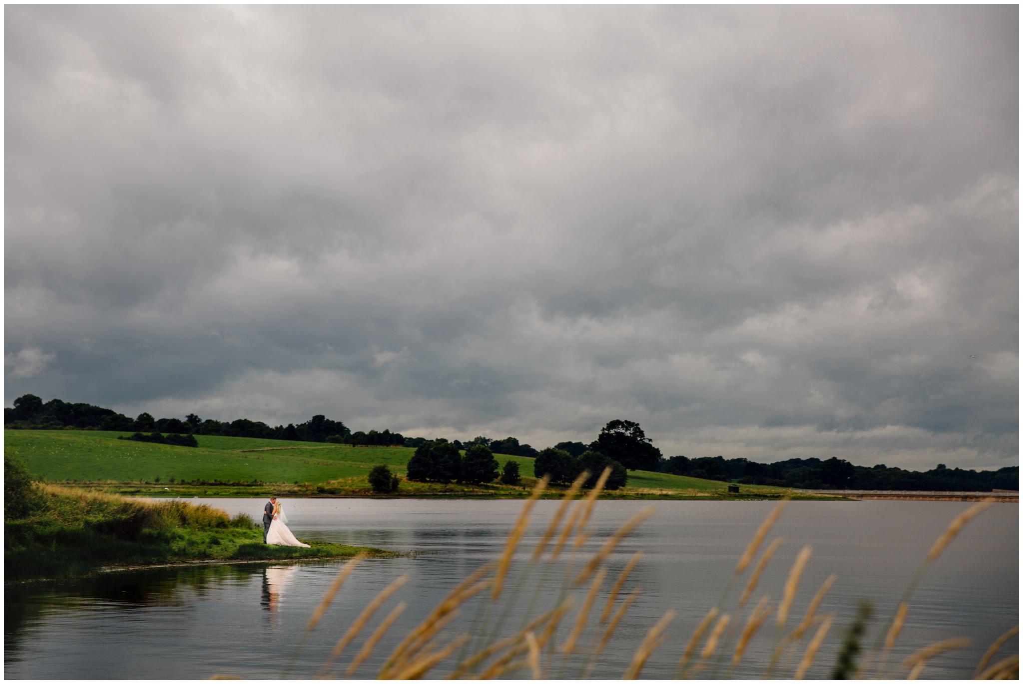 blithfield-lakeside-barns-wedding-photographer-beckythomas-426