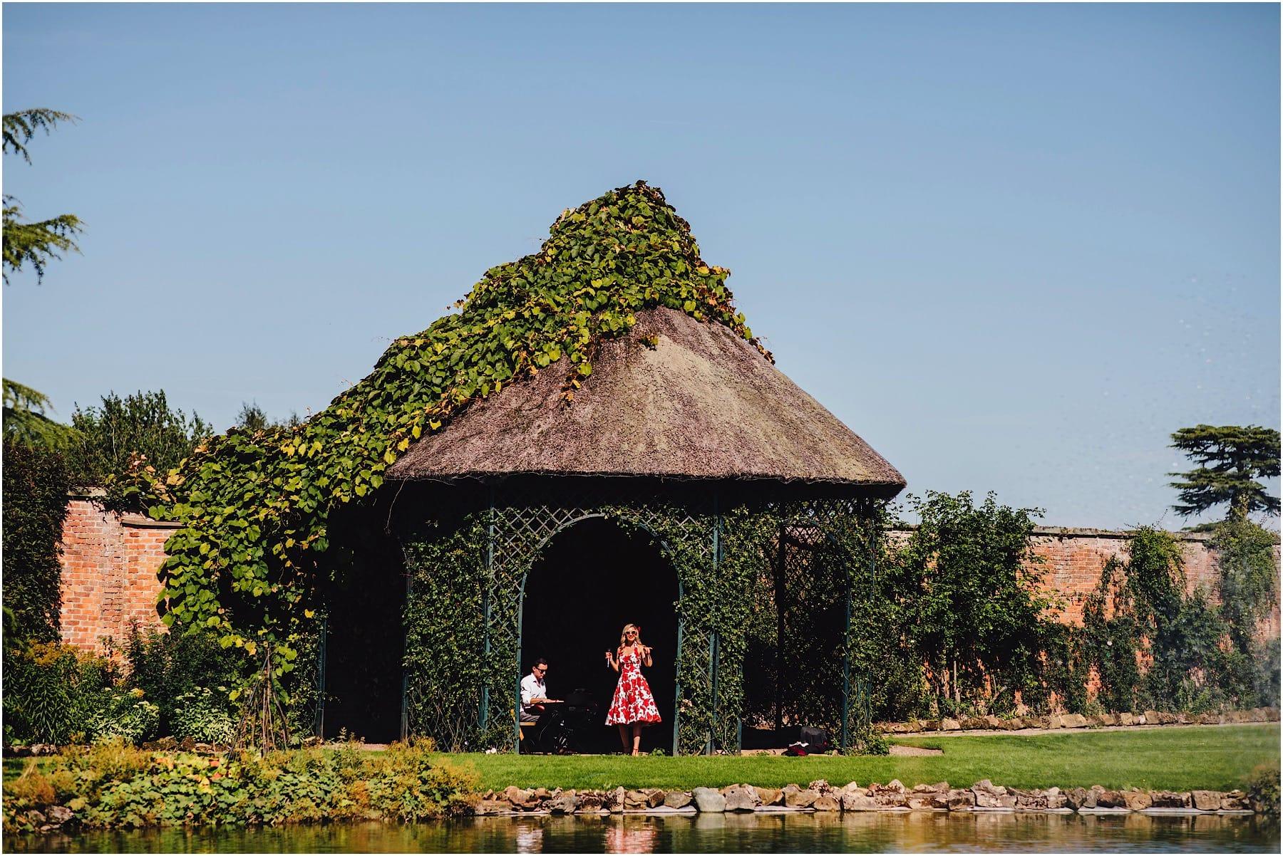 singer serenading guests at a wedding